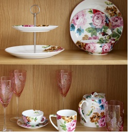 Dinner Sets, Napkin Rings and Wanting Everything!