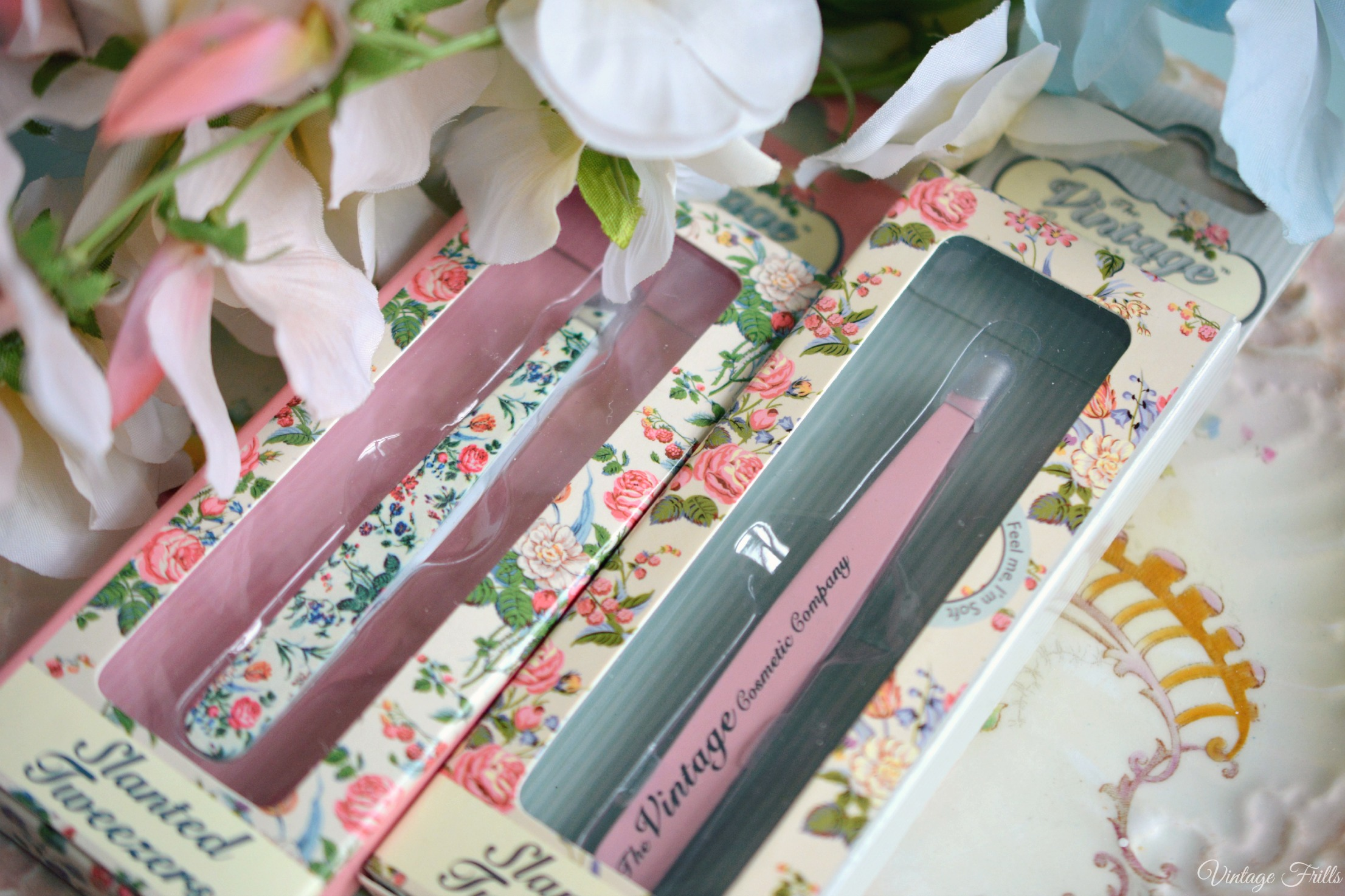 Plucked to Perfection – Vintage Cosmetic Company Tweezer Review