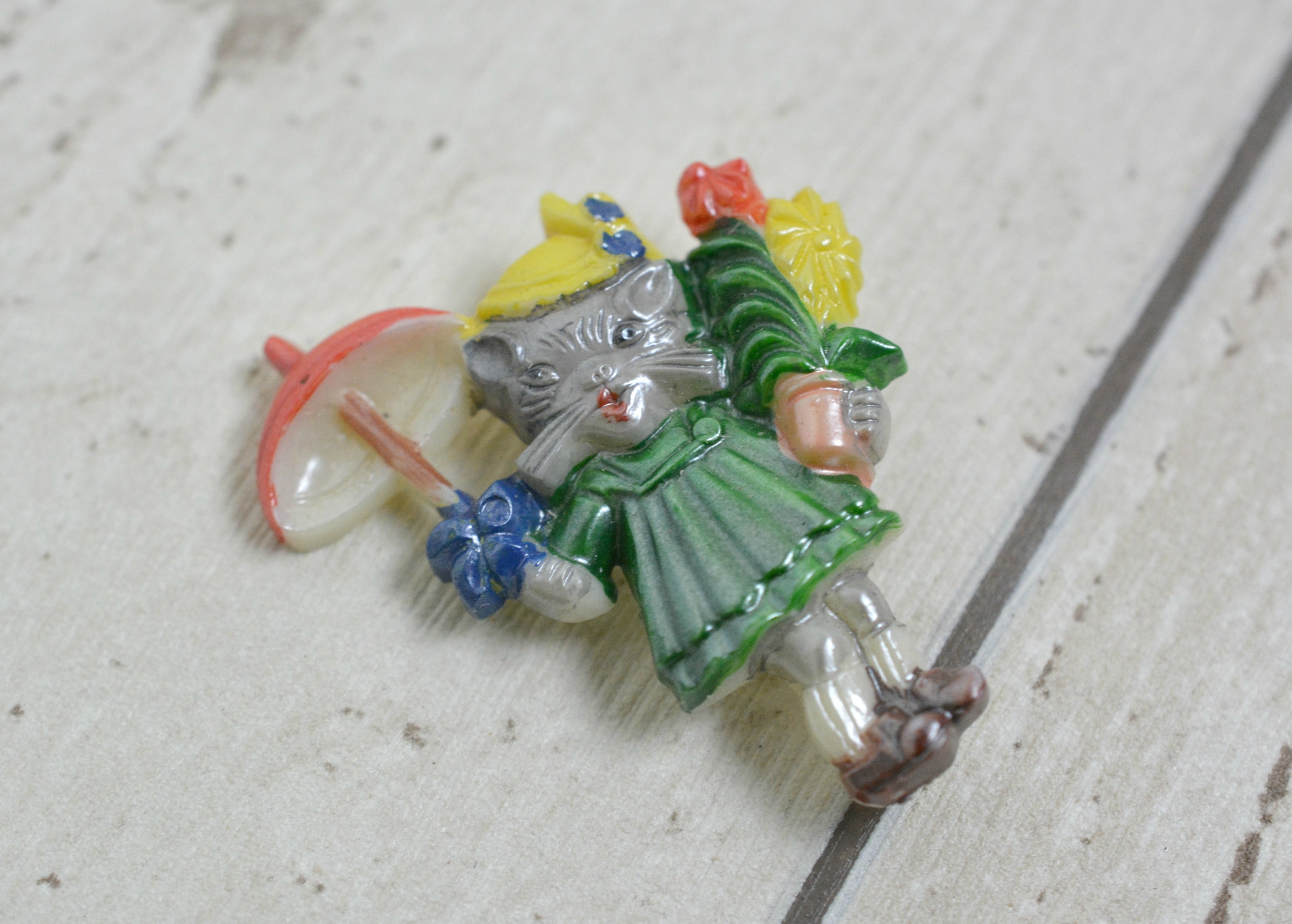 Novelty Cat Brooch Off Card