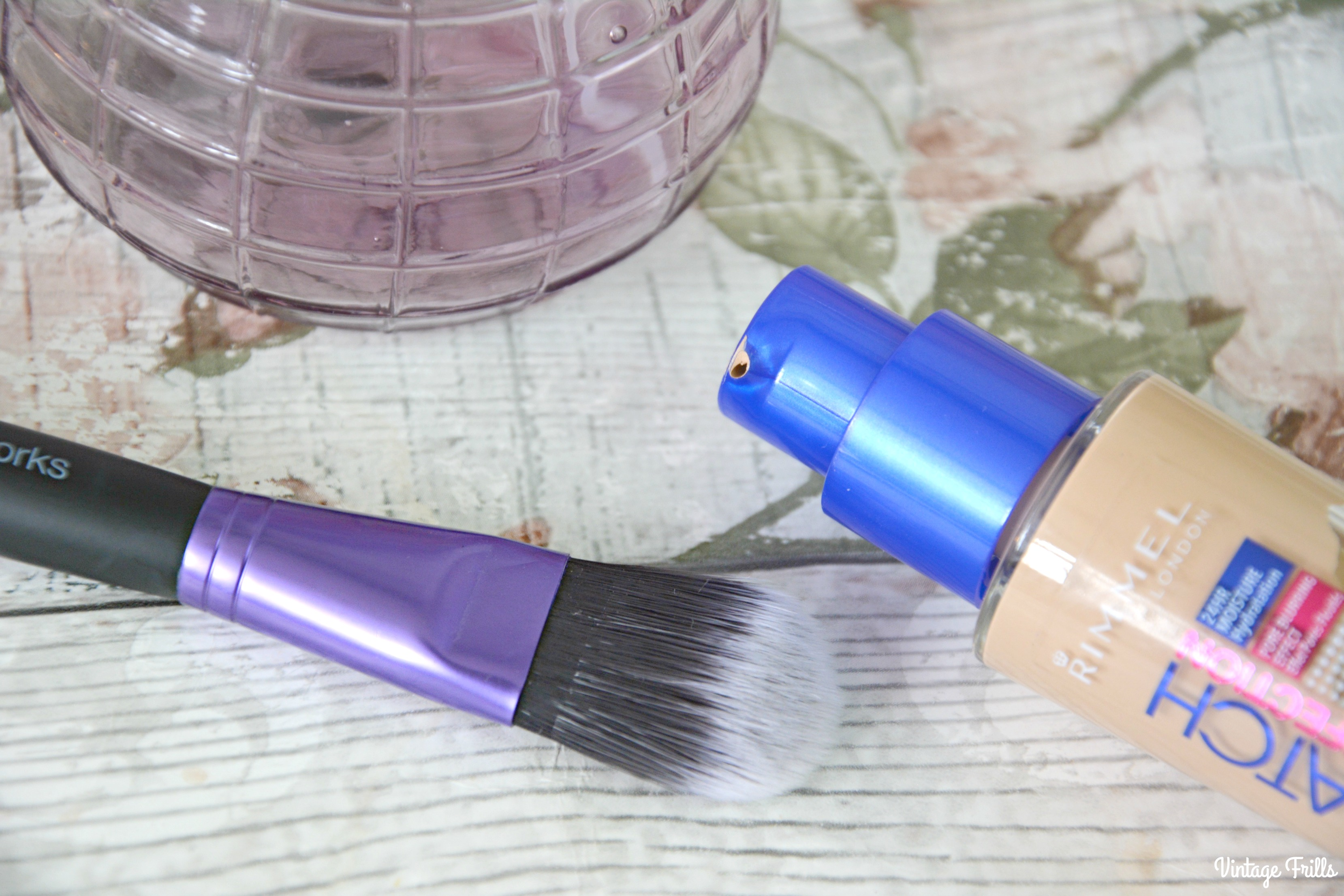 brushworks-foundation-brush