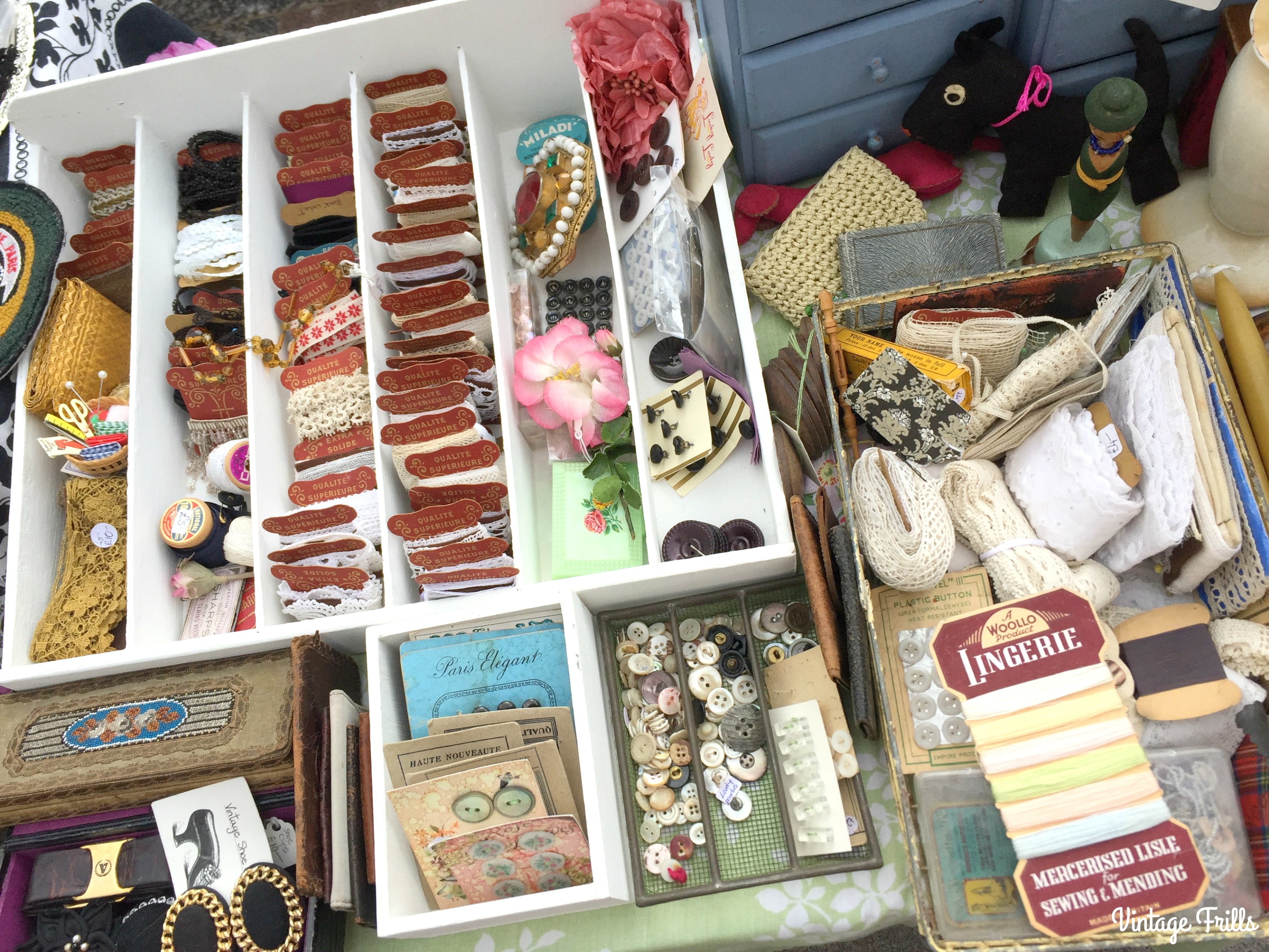 classic-car-boot-sale-sewing-notions