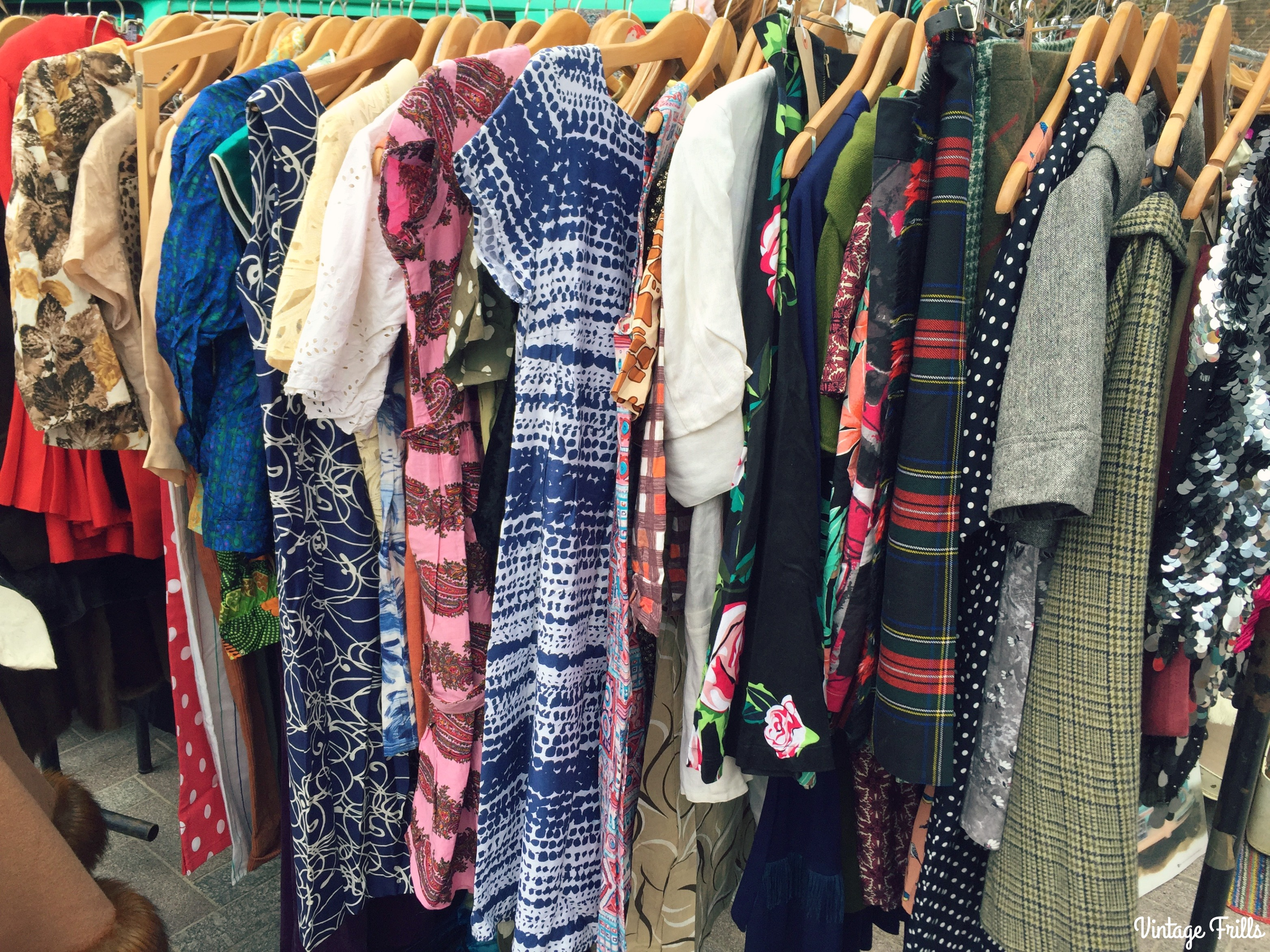 classic-car-boot-sale-vintage-dresses
