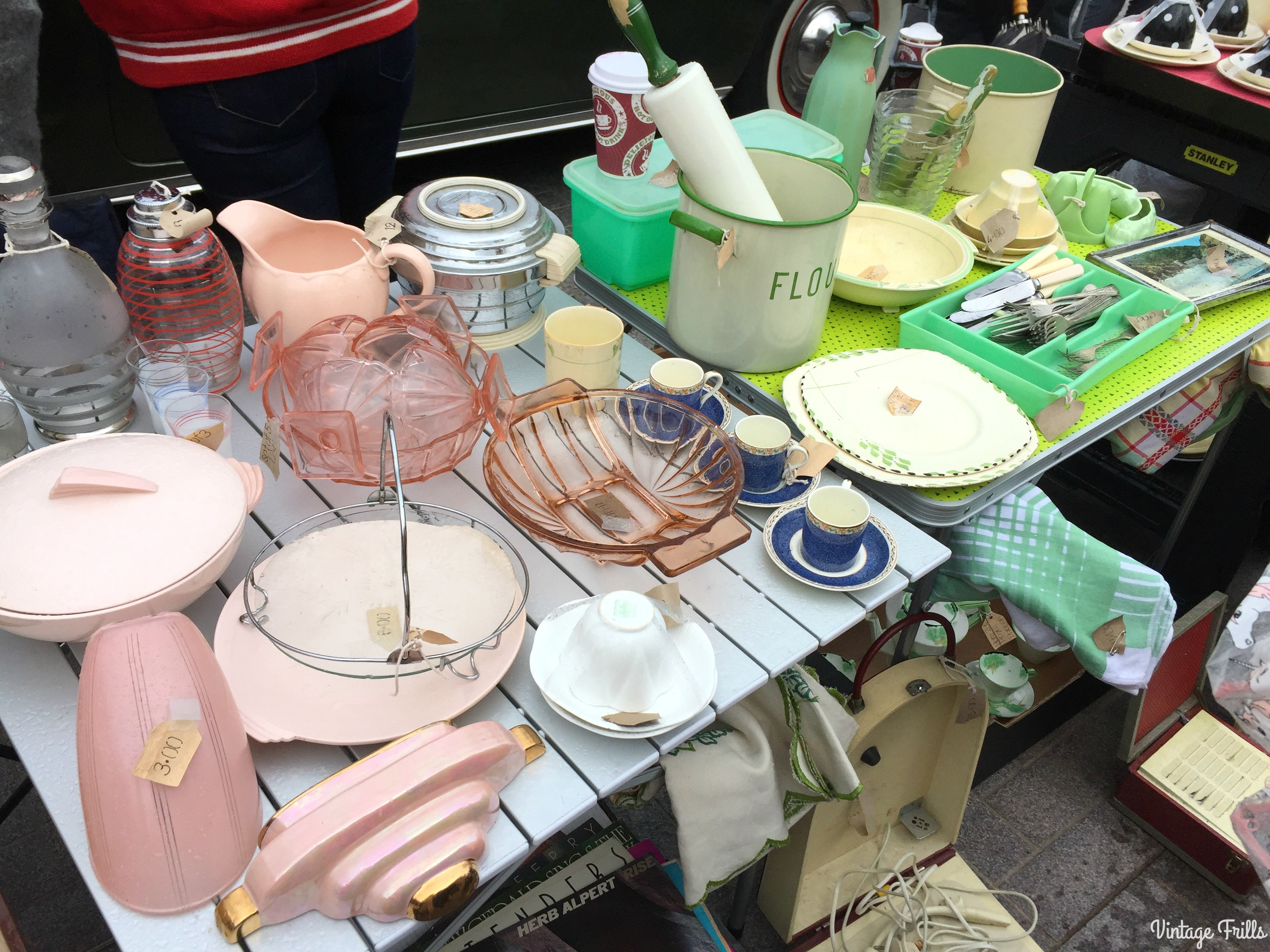 classic-car-boot-sale-vintage-china-and-glass