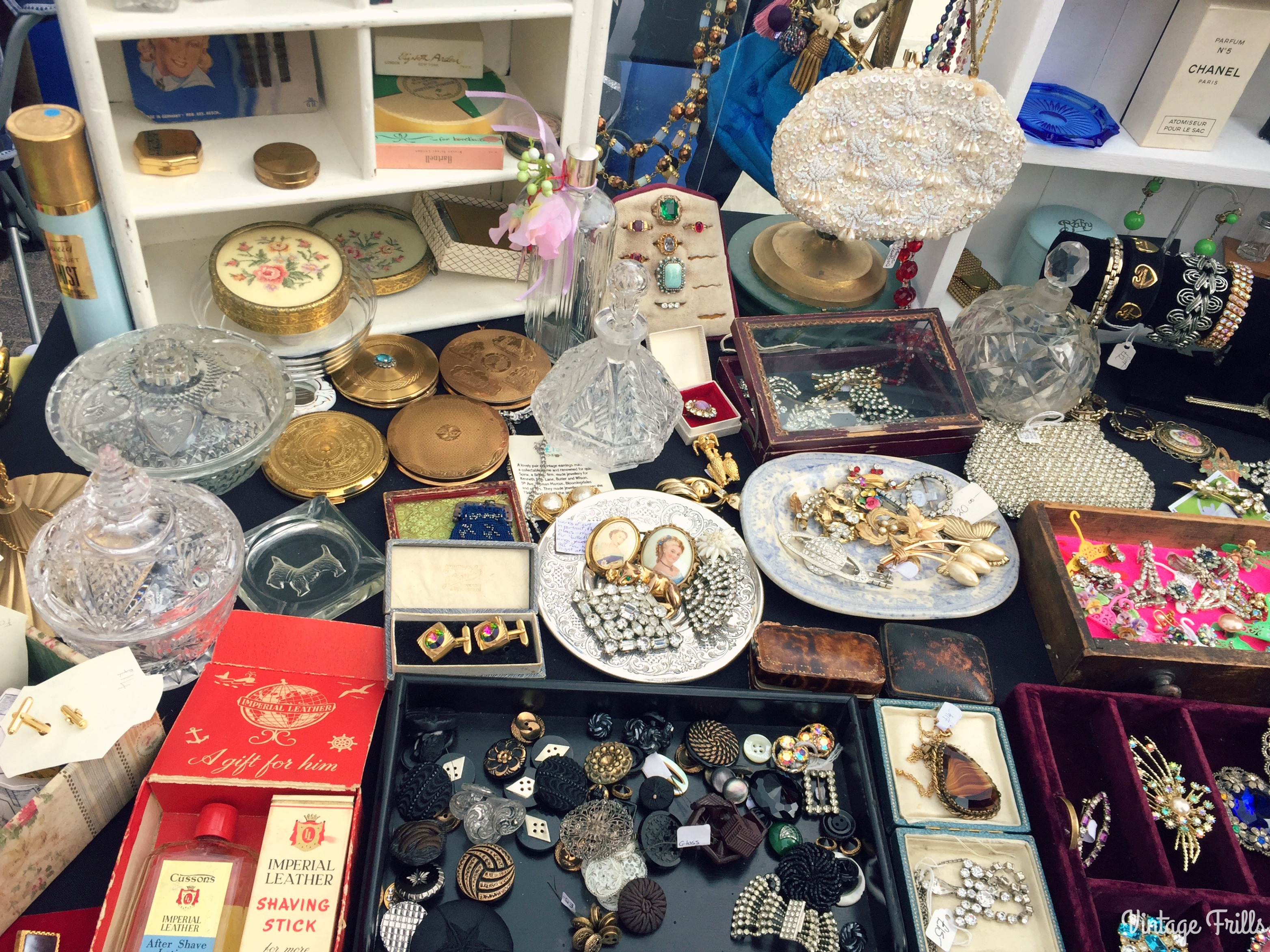the-classic-car-boot-sale-jewellery-and-compacts