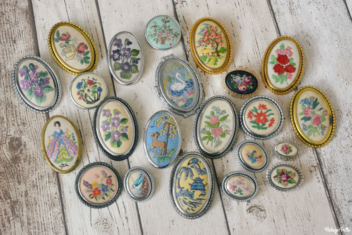 vintage-embroidered-brooch-collection
